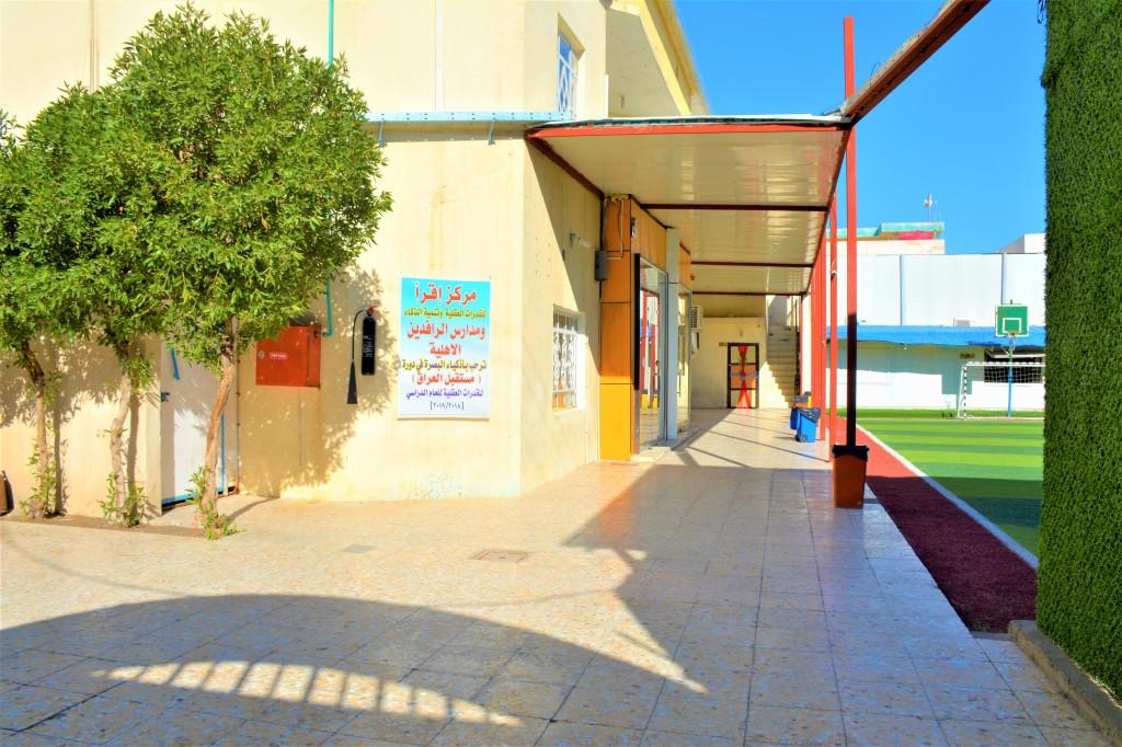 ساحة خارجية للطلاب